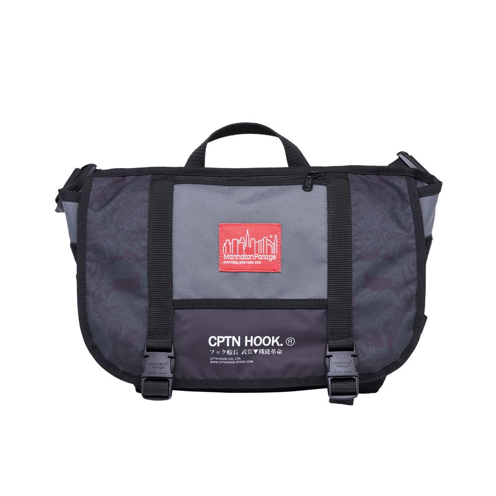 1624 【CPTN HOOK.®】MESSENGER BAG 聯名郵差包 (黑)